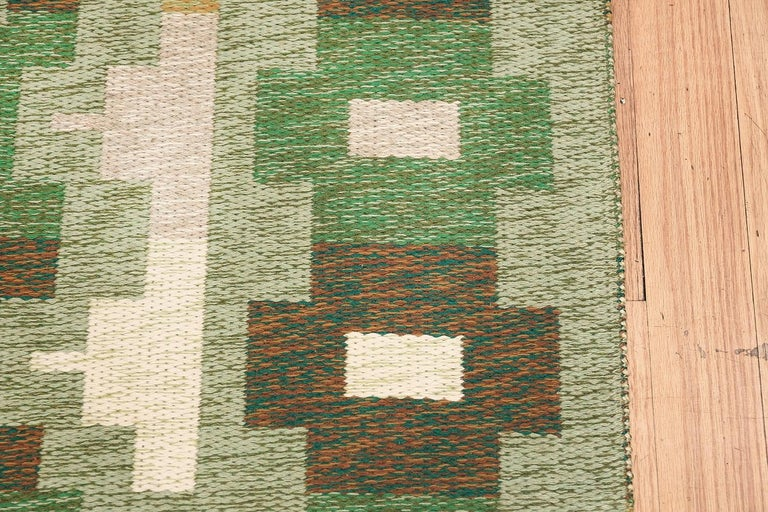 Scandinavian Modern Vintage Swedish Kilim. Size: 4 ft 4 in x 6 ft 6 in For Sale