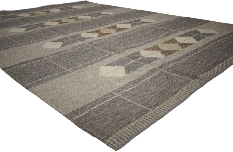 74941 Vintage Swedish Rollakan Gray Kilim Rug with Scandinavian Modern Style. Effortless tranquility combined with contrasting colors meets the eye in this balanced Scandinavian Modern vintage Rollakan rug. This hand-woven wool vintage Swedish Kilim