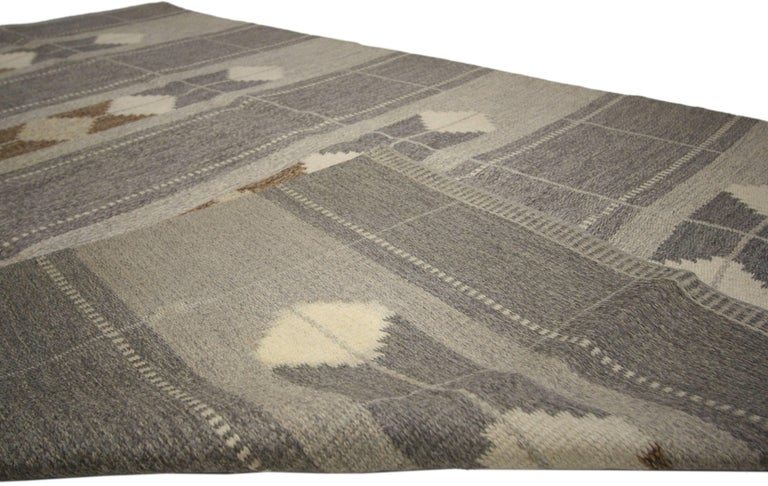 Vintage Swedish Rollakan Gray Kilim Rug with Scandinavian Modern Style In Good Condition For Sale In Dallas, TX
