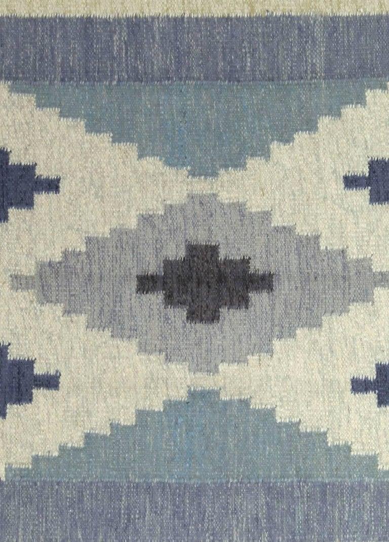 Vintage Swedish rug by A.J. Size: 6'8