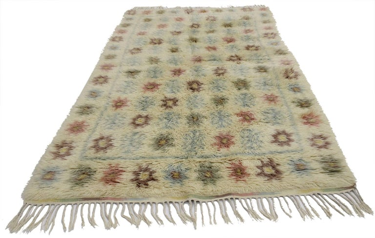 77044, vintage Swedish Rya rug with Scandinavian modern style, Ingrid Hellman-Knafve. This vintage Swedish Rya rug runner is simple and stunning, truly embodies Scandinavian Modern style. The colors are muted in this Scandinavian Rya rug, but rich