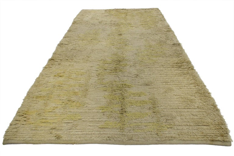 76938, vintage Swedish Rya runner with Scandinavian Modern style. This vintage Swedish Rya runner is simple and stunning, truly embodies Scandinavian modern style. The colors are muted in this Scandinavian Rya rug, but rich in texture and will add