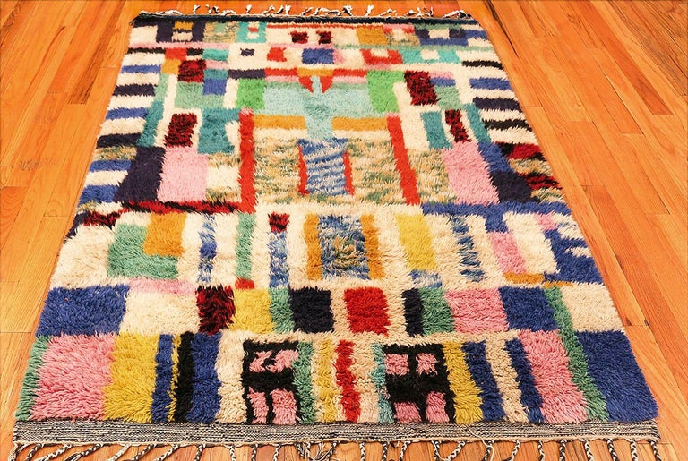 20th Century Vintage Swedish Rya Shag Rug. Size: 5 ft x 6 ft 4 in (1.52 m x 1.93 m) For Sale
