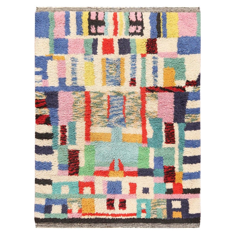 Vintage Swedish Rya Shag Rug. Size: 5 ft x 6 ft 4 in (1.52 m x 1.93 m) For Sale
