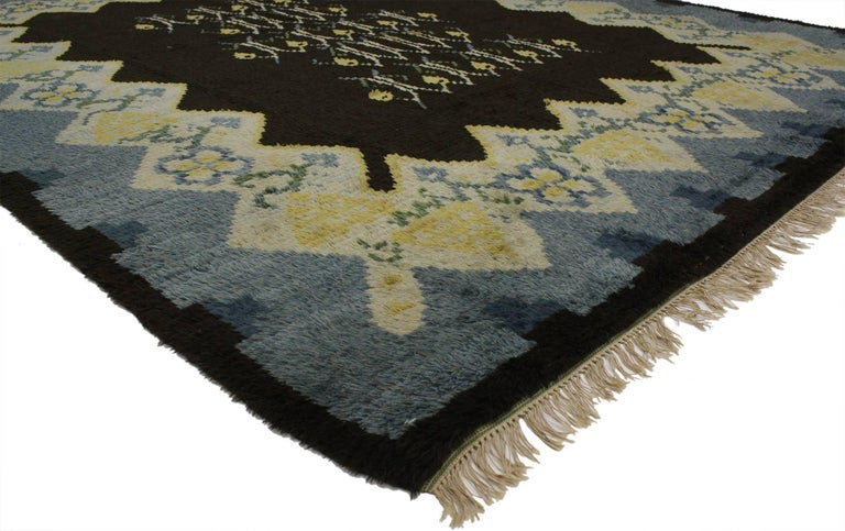 77043, vintage Swedish Rya Shag rug with Scandinavian modern style and Danish design. This vintage Swedish Rya Shag rug with Scandinavian modern style is rich in texture and will add much needed warmth and a pop of color to monochromatic interiors.