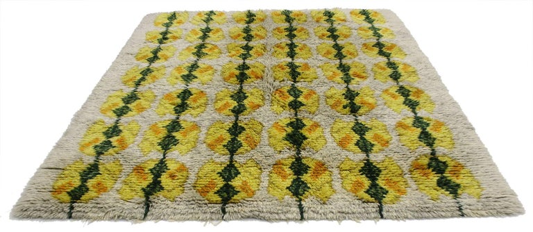 Vintage Swedish Rya Shag Rug with Scandinavian Modern Style with Pop of Color In Good Condition For Sale In Dallas, TX