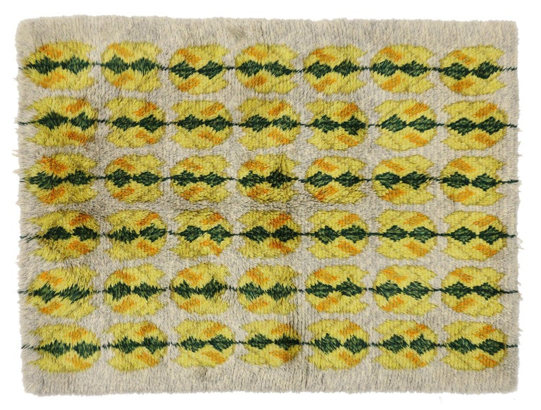 77042 vintage Swedish Rya shag rug with Scandinavian Modern style with pop of color. This vintage Swedish Rya shag rug with Scandinavian Modern style is rich in texture and will add much needed warmth and a pop of color to monochromatic interiors.