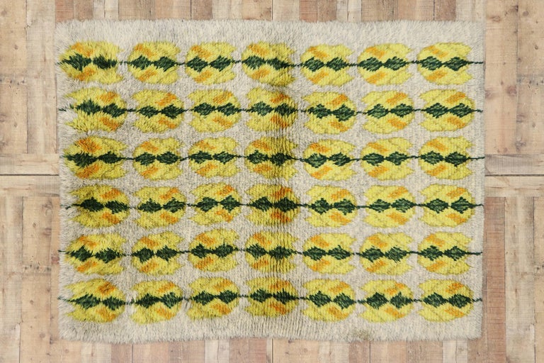 Vintage Swedish Rya Shag Rug with Scandinavian Modern Style with Pop of Color For Sale 3
