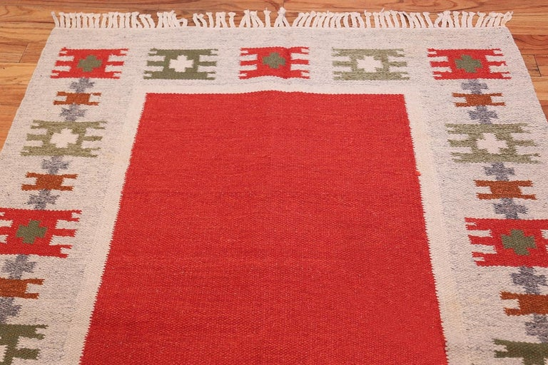 Vintage Scandinavian Carpet, Sweden, Mid-Twentieth Century - Size: 4 ft 6 in x 6 ft 4 in (1.37 m x 1.93 m).