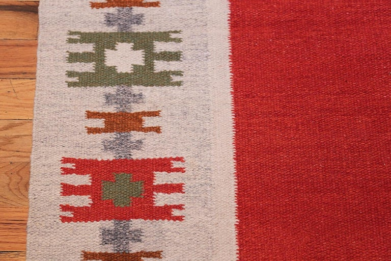 Mid-Century Modern Vintage Swedish-Scandinavian Rug. Size: 4 ft 6 in x 6 ft 4 in (1.37 m x 1.93 m) For Sale