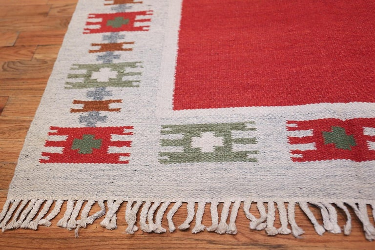20th Century Vintage Swedish-Scandinavian Rug. Size: 4 ft 6 in x 6 ft 4 in (1.37 m x 1.93 m) For Sale