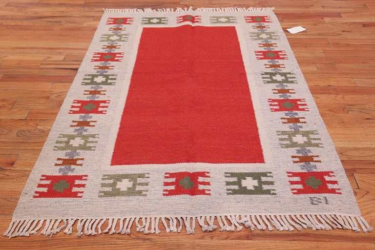 Vintage Swedish-Scandinavian Rug. Size: 4 ft 6 in x 6 ft 4 in (1.37 m x 1.93 m) For Sale 1
