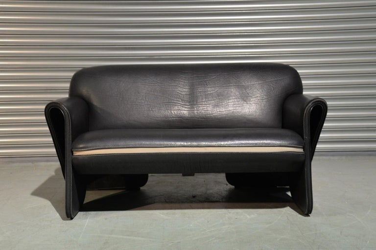Discounted airfreight for our US and International customers (from 2 weeks door to door)  We are delighted to bring to you an ultra rare vintage De Sede DS 125 sofa by Gerd Lange in 1978. These sculptural hand built pieces are upholstered in 3mm-5mm