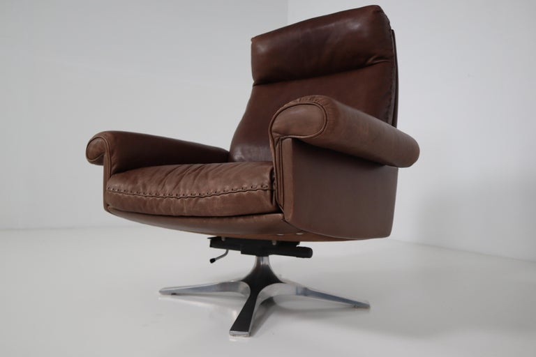 Mid-Century Modern Vintage Swiss De Sede DS 35 Executive Swivel Armchair, 1960s in Brown Leather For Sale