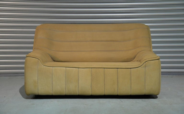 Discounted airfreight for our US and International customers (from 2 weeks door to door).  We are delighted to bring to you an ultra rare vintage De Sede DS 84 sofa. Hand built in the 1970s by de Sede craftsman in Switzerland, this piece is