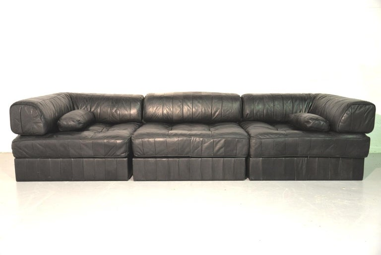 Discounted airfreight for our US and International customers (from 2 weeks door to door)  We are delighted to bring to you an original and extremely desirable De Sede DS 88 sectional sofa or daybed in patchwork aniline leather with bolster cushions.