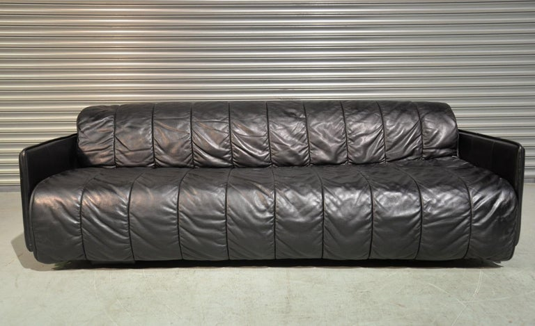 Discounted airfreight for our US and International customers (from 2 weeks door to door).  We are delighted to bring to you an ultra rare vintage De Sede sofa bed. Handmade by De Sede craftsman in Switzerland, this convertible sofa bed is