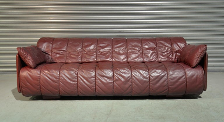 Discounted shipping rates for our US and International customers  (from 2 weeks door to door)   We are delighted to bring to you an rare vintage De Sede sofa/ daybed. Made by De Sede craftsman in Switzerland, this convertible sofa / day bed is