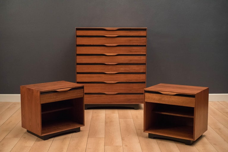 Vintage Tall Walnut Dresser by John Kapel for Glenn of California For Sale 6