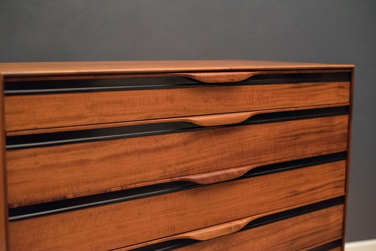 Vintage Tall Walnut Dresser by John Kapel for Glenn of California In Good Condition For Sale In San Jose, CA