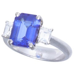 Vintage Tanzanite Diamond 18 Karat White Gold Ring