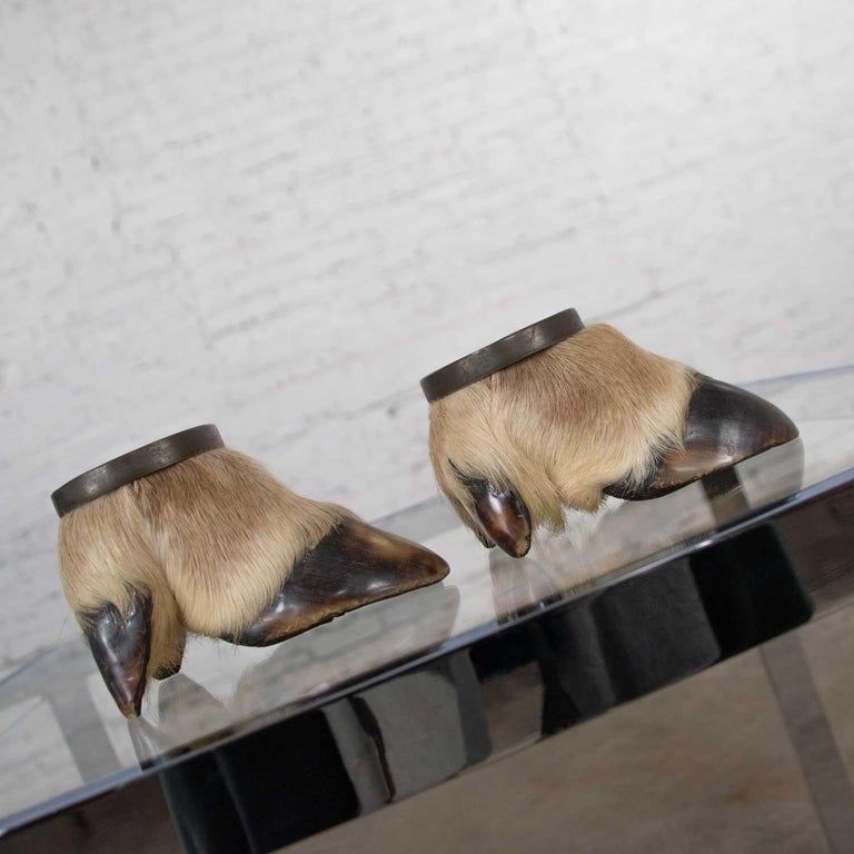20th Century Vintage Taxidermy Caribou Hooves Bronze Ash Tray Vide-Poche Candleholder For Sale