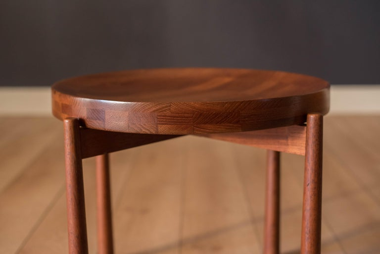 Vintage Teak Reversible Tray End Table by Dux In Good Condition In San Jose, CA