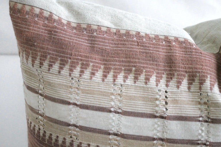 Vintage Textile and Belgian Linen Lumbar Pillow In New Condition In Brea, CA