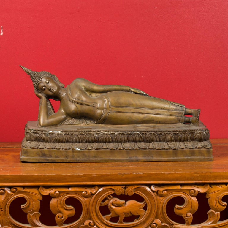 A vintage Thai lost-wax bronze reclining Buddha on base, inspired by the Wat Pho temple Buddha in Bangkok. Created with the traditional technique of the lost-wax (à la cire perdue) that allows a great precision in the details, this vintage Thai