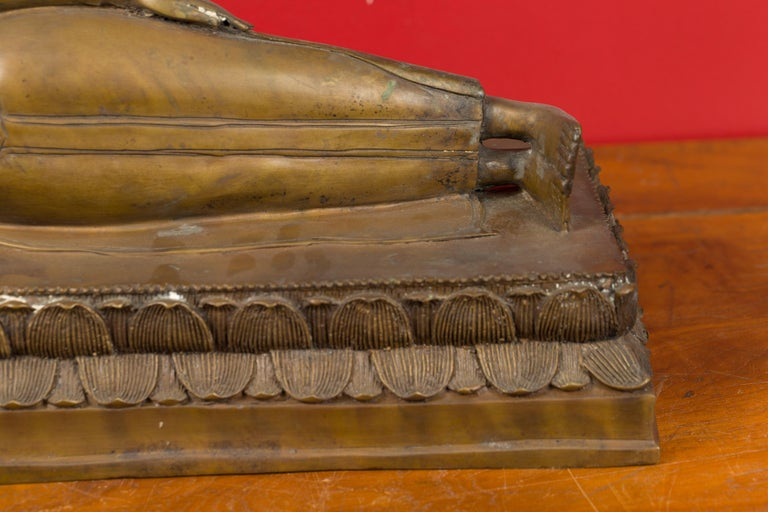 Vintage Thai Bronze Reclining Buddha Sculpture on Base with Lost Wax Technique In Good Condition For Sale In Yonkers, NY