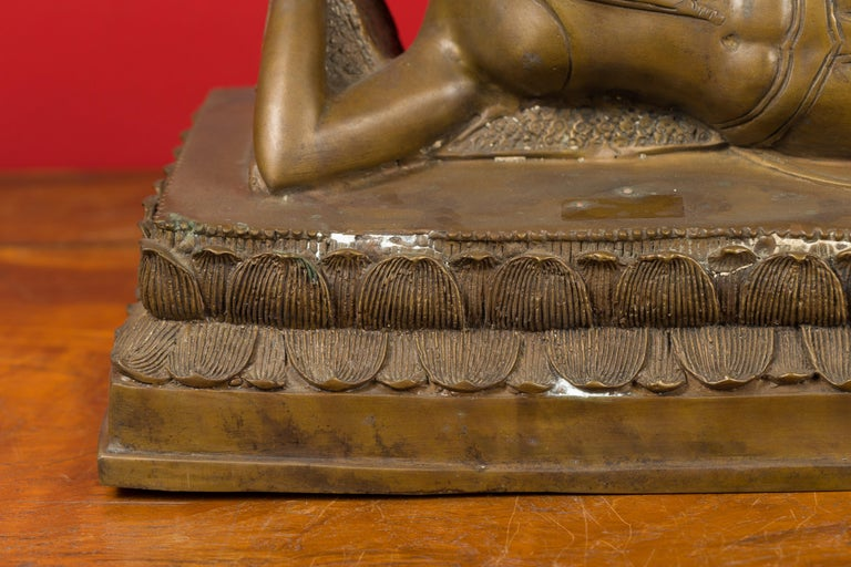 20th Century Vintage Thai Bronze Reclining Buddha Sculpture on Base with Lost Wax Technique For Sale