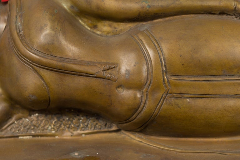 Vintage Thai Bronze Reclining Buddha Sculpture on Base with Lost Wax Technique For Sale 1