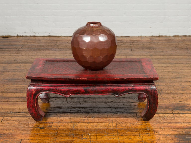 Ming Vintage Thai Red Lacquer Waisted Coffee Table with Rattan Inset and Chow Legs For Sale