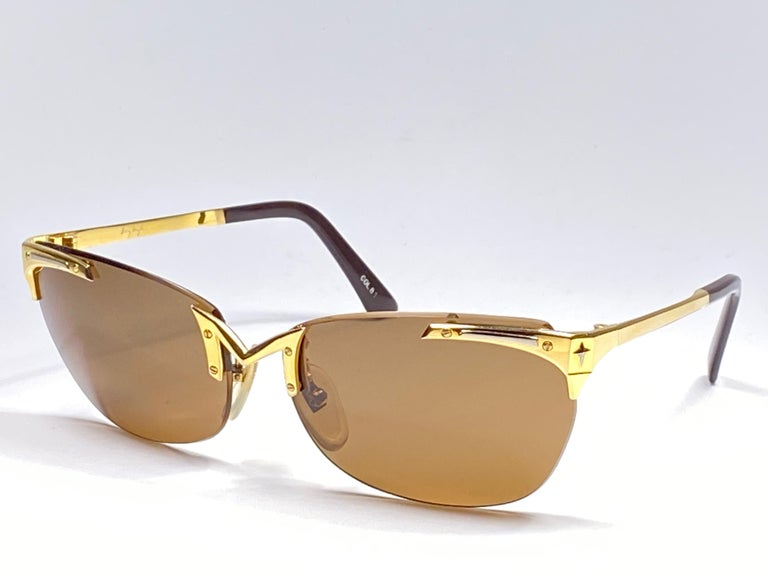 Super cool vintage THIERRY MUGLER 1980's sunglasses. Red translucent frame with gold mirrored lenses.  This pair is an style statement. The piece could show minor sign of wear due to storage.  A great opportunity to achieve a unique and yet timeless