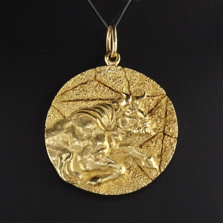 Vintage Tiffany & Co. 18k Yellow Gold Taurus Zodiac Pendant In Good Condition In Great Neck, NY
