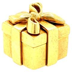Vintage Tiffany & Co. 18 Karat Yellow Gold Present Charm
