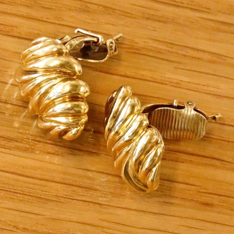 Women's Vintage Tiffany & Co. 18 Karat Gold Clip-On Earrings For Sale