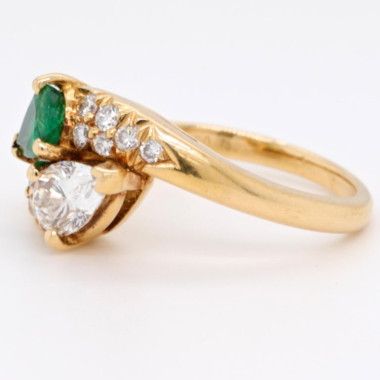 Vintage Tiffany & Co. Diamond Emerald 18 Karat Bypass Toi et Moi Ring In Excellent Condition In Beverly Hills, CA