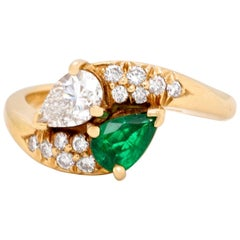 Vintage Tiffany & Co. Diamond Emerald 18 Karat Bypass Toi et Moi Ring