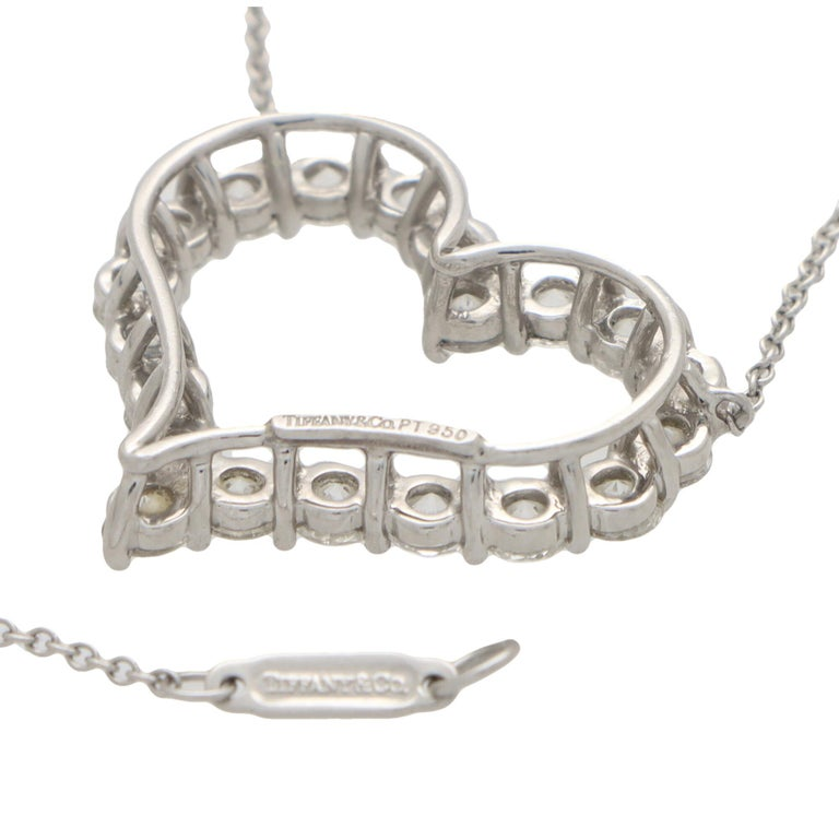 Vintage Tiffany & Co. Diamond Heart Pendant Necklace Set in Platinum In Good Condition For Sale In London, GB