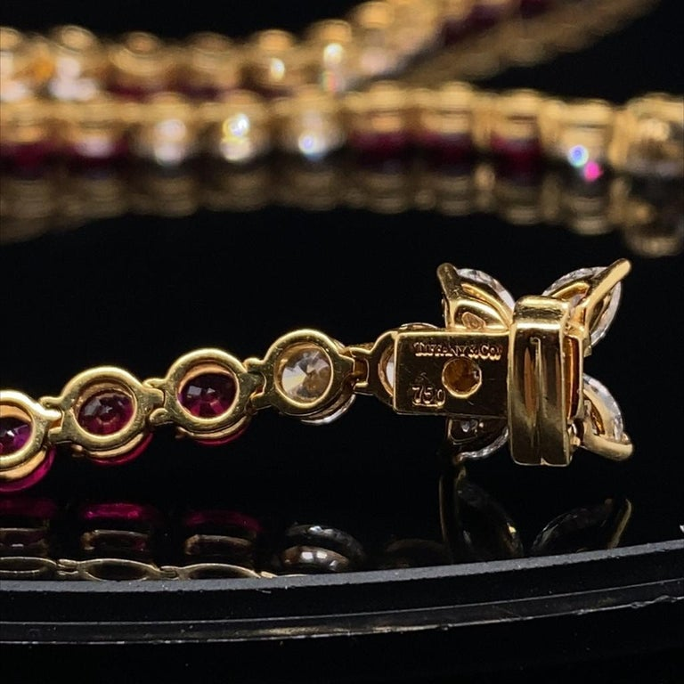 Vintage Tiffany & Co Victoria Ruby Diamond Line Necklace in 18 Karat Yellow Gold In Good Condition For Sale In London, GB
