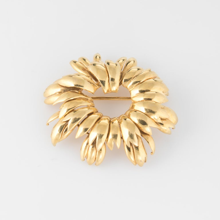 Modern Vintage Tiffany & Co. Wreath Brooch 18 Karat Gold Italy Round, 1980s Jewelry For Sale