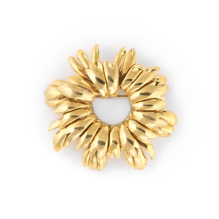 Vintage Tiffany & Co. Wreath Brooch 18 Karat Gold Italy Round, 1980s Jewelry In Good Condition For Sale In West Hills, CA