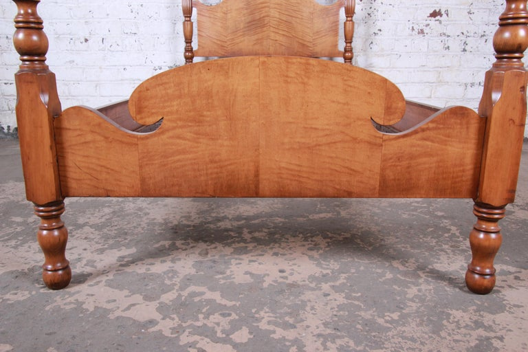 Vintage Tiger Maple Twin Pineapple Poster Bed For Sale 2