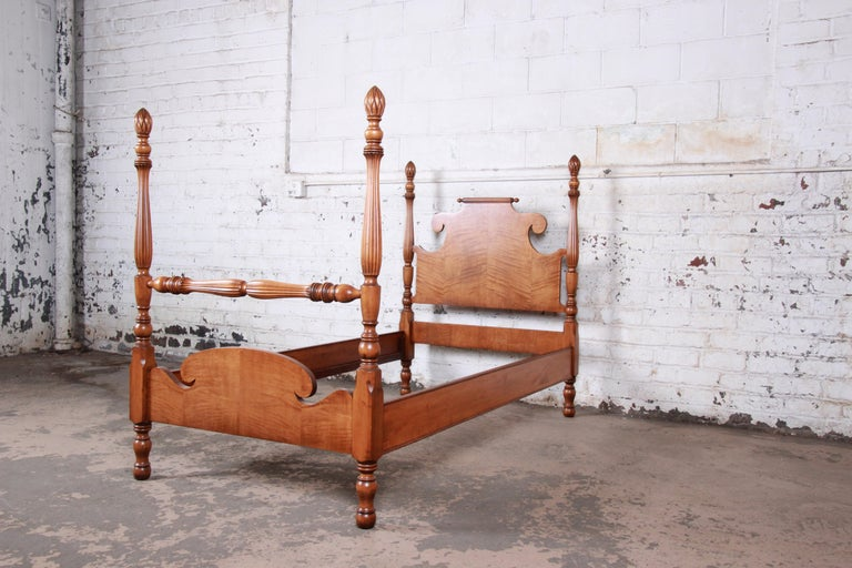 Vintage Tiger Maple Twin Pineapple Poster Beds, Pair In Good Condition For Sale In South Bend, IN