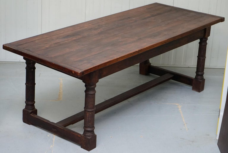 We are delighted to offer this lovely original solid oak English farmhouse country refectory dining table that seats 8-10 people  A very good looking well made and versatile oak dining table, hand made in England using traditional furniture