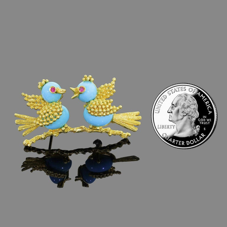 Vintage Toliro 18 Karat Gold Ruby and Turquoise Love Birds Pin Brooch In Good Condition For Sale In Lauderdale by the Sea, FL