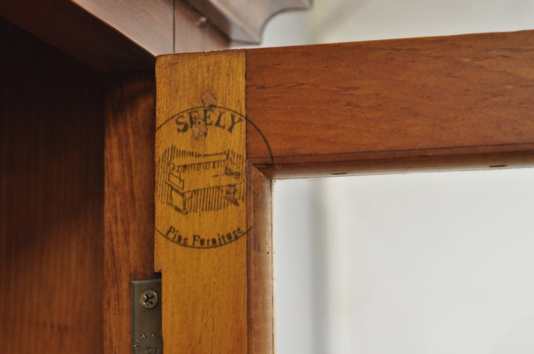Vintage Tom Seely Pine Wood Step Back Hutch Cupboard China Cabinet In Good Condition In Philadelphia, PA