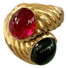 Vintage Tourmaline Oval Red and Green Cabochon 18 Karat Yellow Gold Fashion Ring