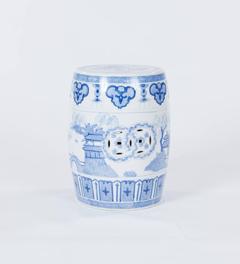 chinese garden stool. Chinese Export Vintage Traditional Blue And White Porcelain Garden Stool, 20th Century For Sale Stool O